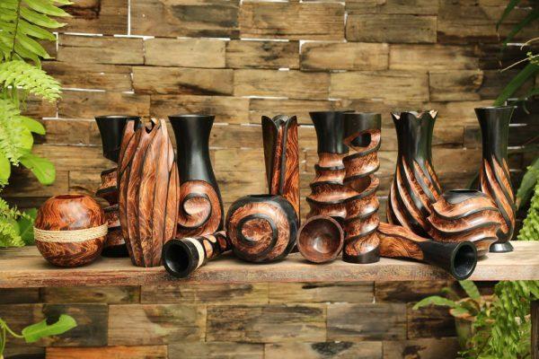 30cm Mangowood Vase Chiseled Spiral Design