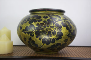32cm Hand Painted Pottery Gold With Antique Black Flower And Leaf Design