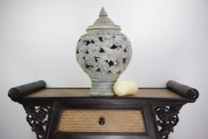 45cm Hand Painted Pottery White Marble Design Includes A Lid